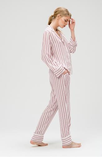 >Піжама класичного крою в смужку з штанами