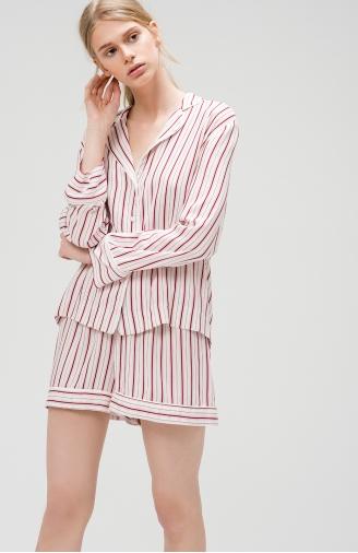 >Піжама класичного крою в рожеву смужку з шортами