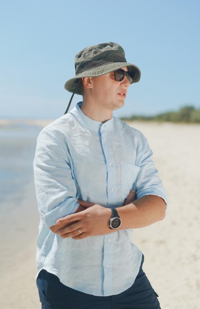 >Чоловіча сорочка блакитна з комірцем на ґудзиках