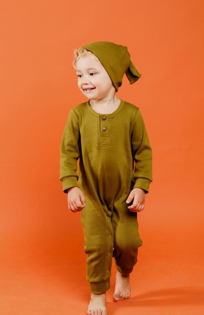 >Оливковий комбінезон з шапочкою